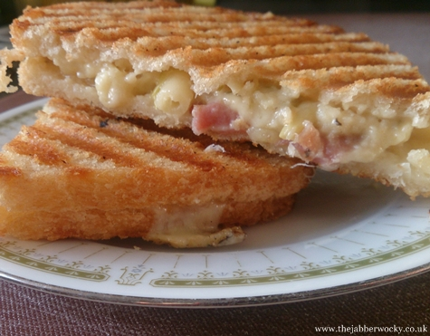 The Mac and Cheese Toastie